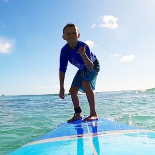 kids surf lessons waikiki