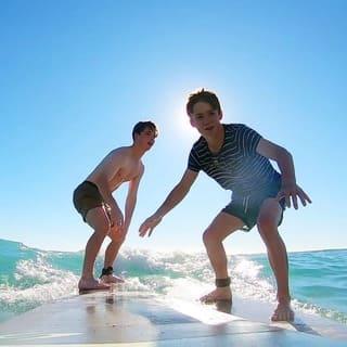 learn to surf in honolulu