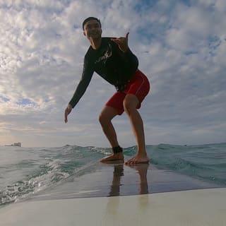 surf lessons waikiki beach